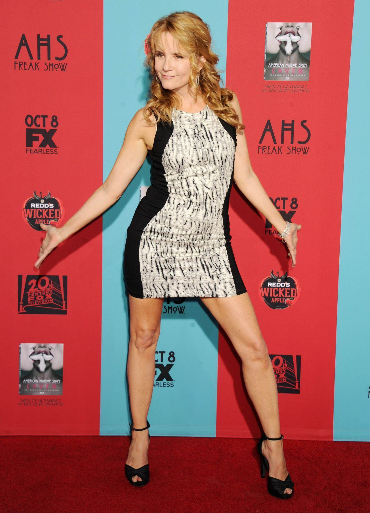 lea-thompson-american-horror-story-freak-show-premiere-in-hollywood_1