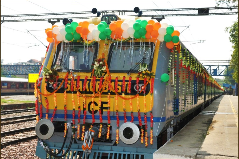 india-solar-powered-train-delhi