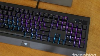 Razer BlackWidow Chroma V2: é colorido, mas é caro