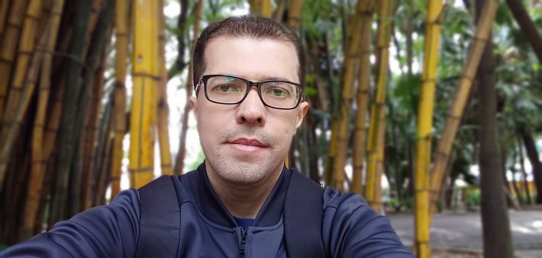 Selfie registrada com o LG G7 ThinQ