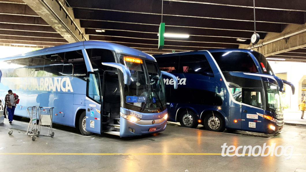 White Eagle and Comet Bus at Tietê Bus Terminal (image: Emerson Alecrim / Tecnoblog)